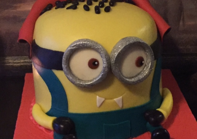 Swell Minion Vampire Cake The Cake Tart Funny Birthday Cards Online Overcheapnameinfo